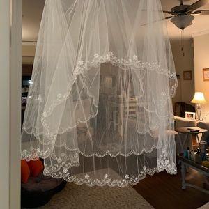 Bridal veil NWT. Ivory